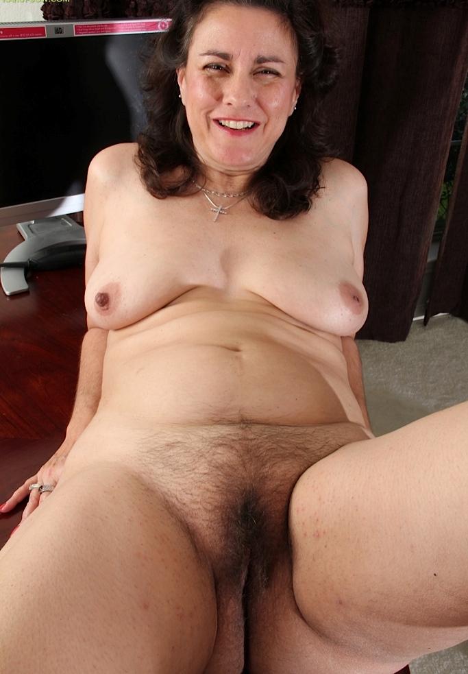 Aufgeschlossene Dame braucht wildes Vergnügen.