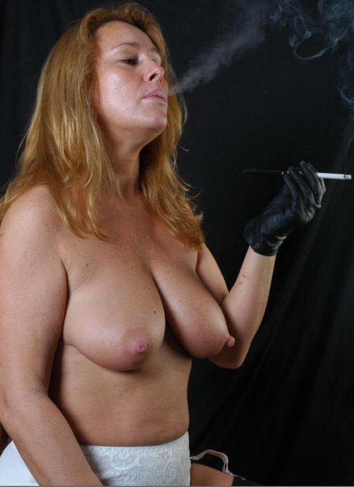 Devote Oma möchte verführerisches Sexvergnügen.
