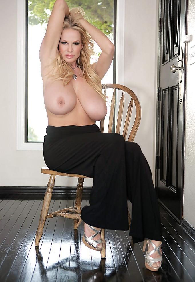 Sexgeile Hausfrau sucht kurzweiliges Sexvergnügen.