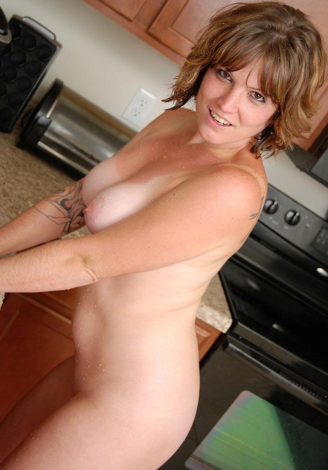 Frivole Hausfrau am Wochenende nageln.