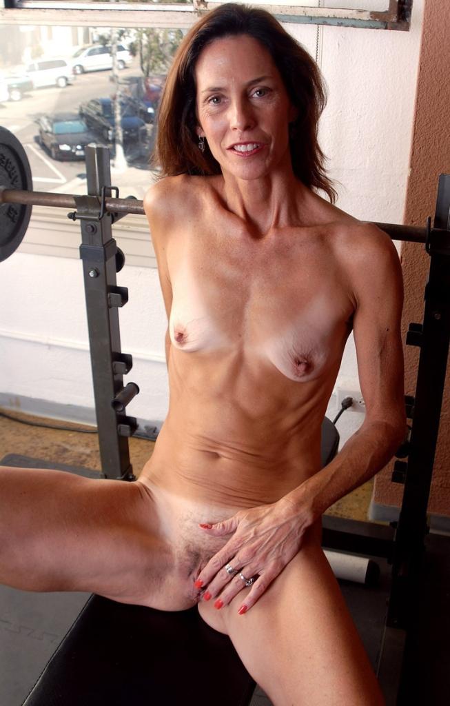 Frivole Hausfrau sucht wildes Sexabenteuer.