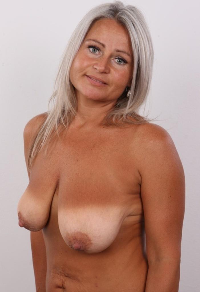 Fickwillige Hausfrauen suchen zärtliches Sexabenteuer.