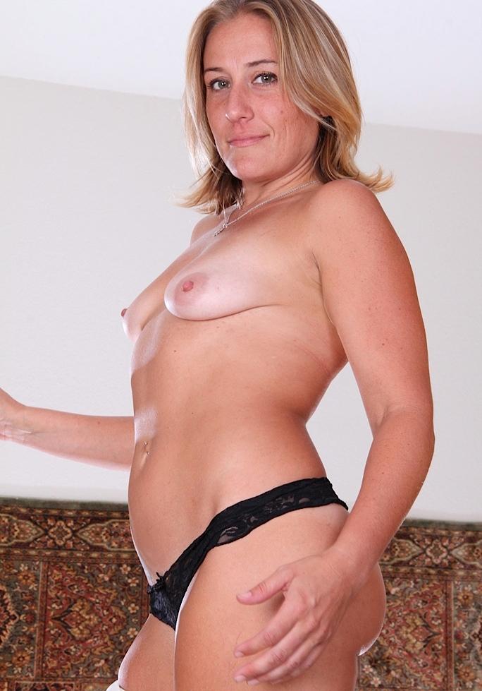 Nackte Frau sucht sexuelles Fickabenteuer.