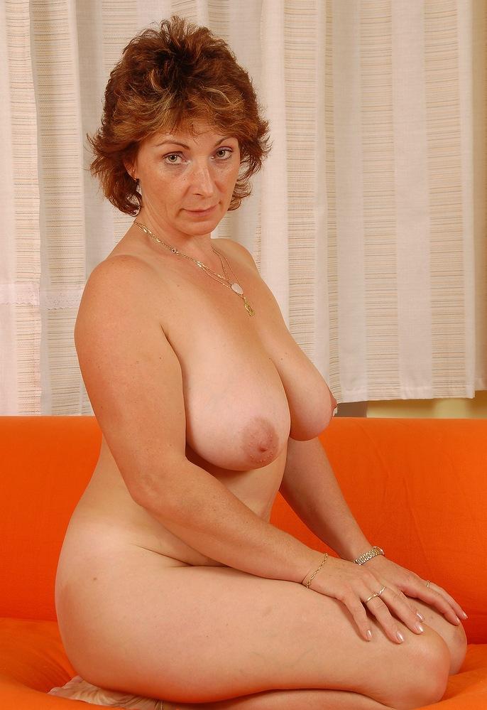 Notgeile Hausfrauen heute abend bumsen.