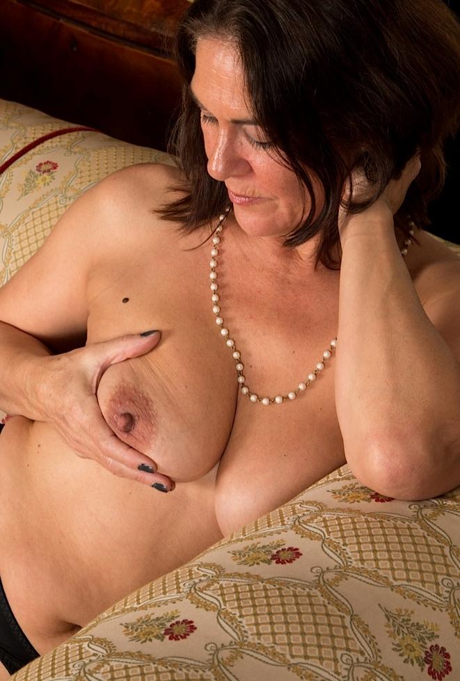 Notgeile Mamas möchten dauerhaftes Vergnügen.