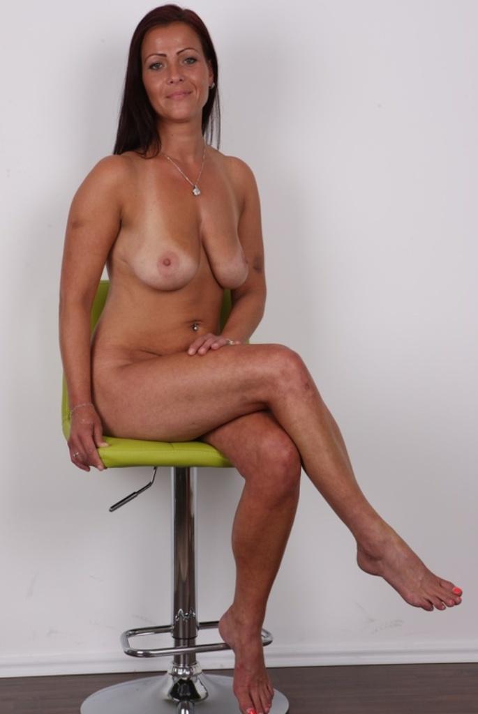 Zeigefreudige Cougar hat Lust auf sexy Sexverhältnis.