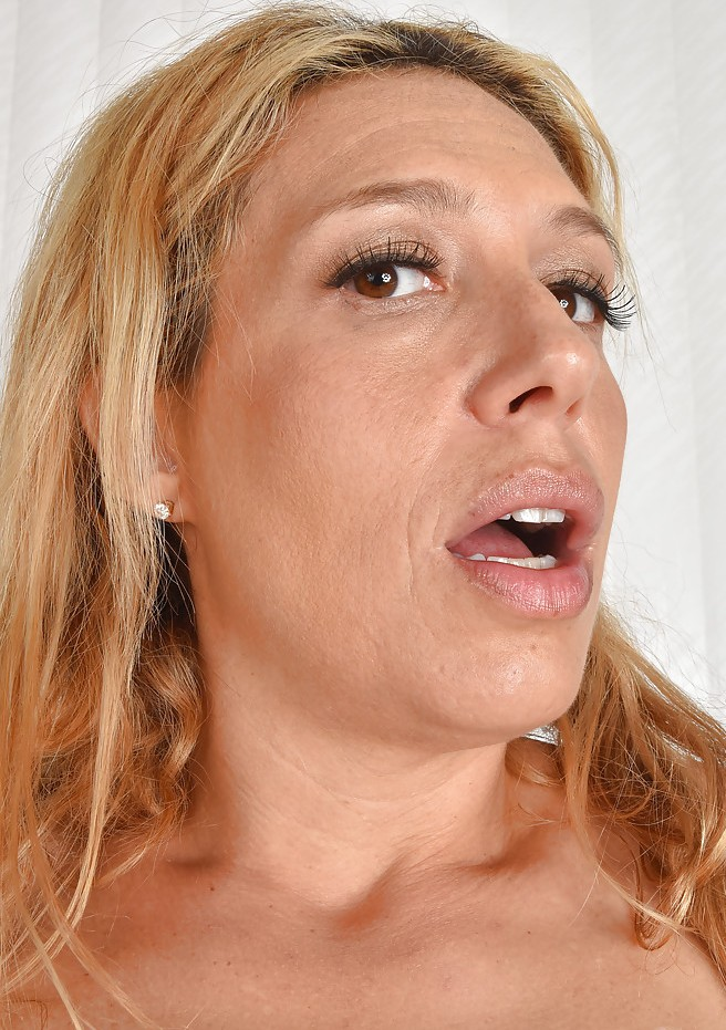 Schamlose Frau möchte sinnliches Sexvergnügen.