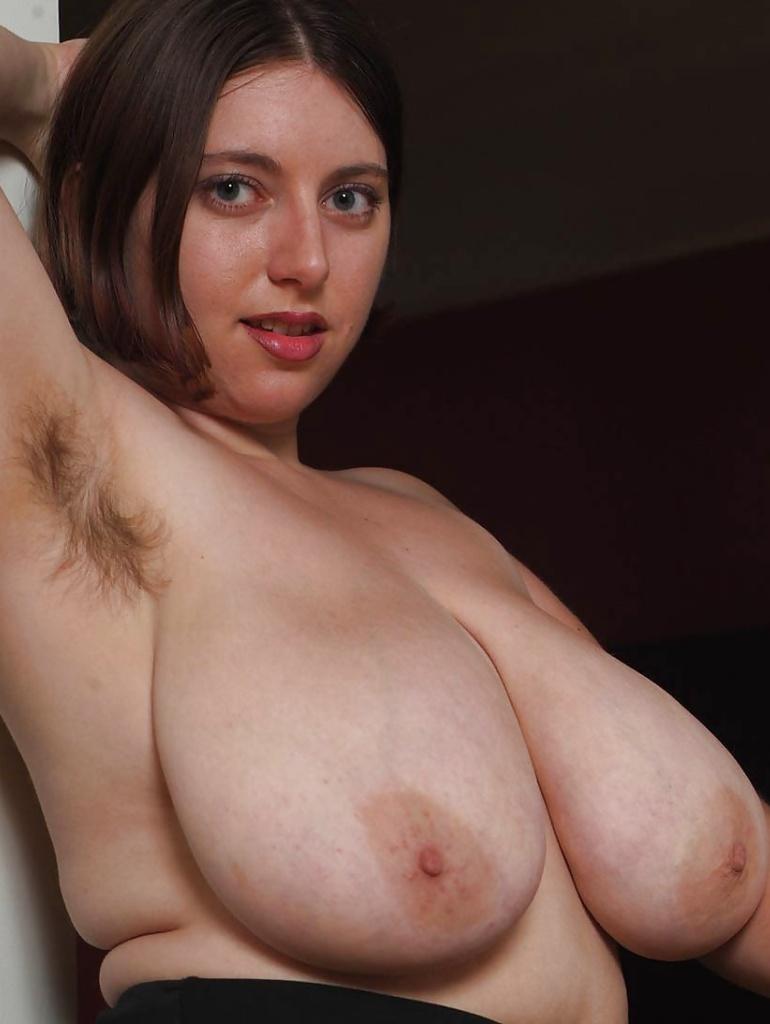 Sexgierige Cougar hat Lust auf privates Sexverhältnis.