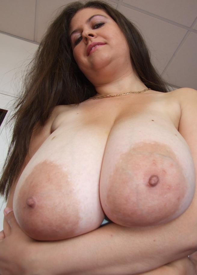 Sexgierige Frau hat Lust auf lustvolles Vergnügen.