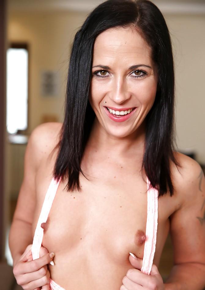 Sexgierige Hausfrau in Deiner Nähe ficken.