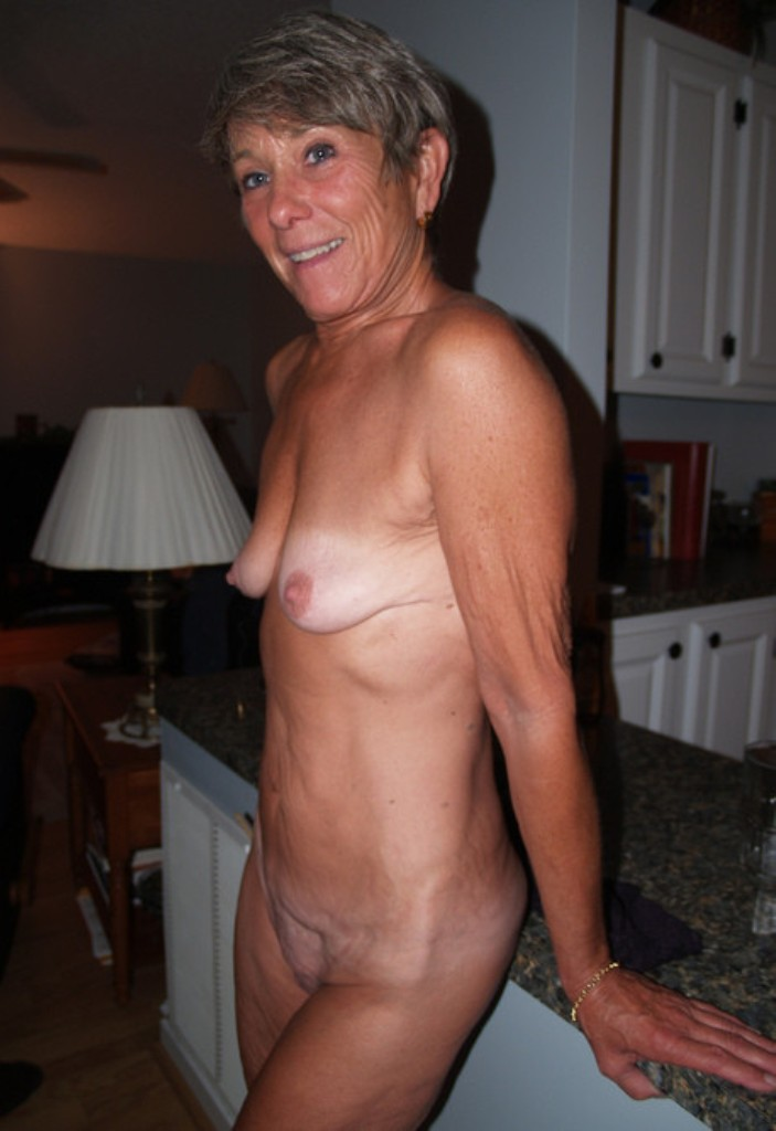 Sexgierige Omas in Deiner Nähe nageln.