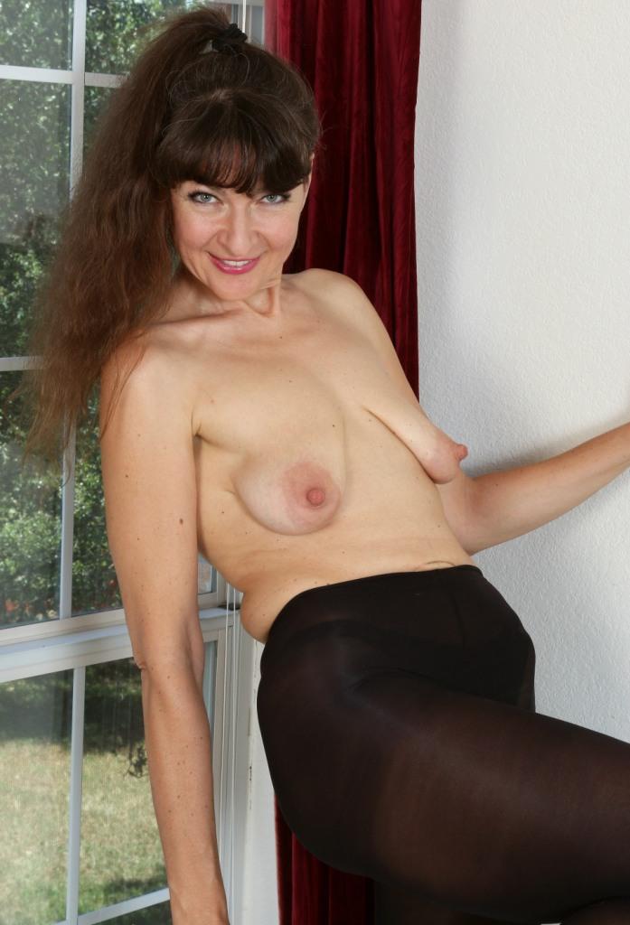 Untervögelte Hausfrauen suchen intensives Sexvergnügen.
