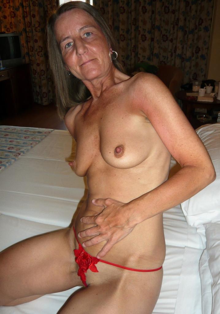 Echte Oma braucht romantisches Fickabenteuer.