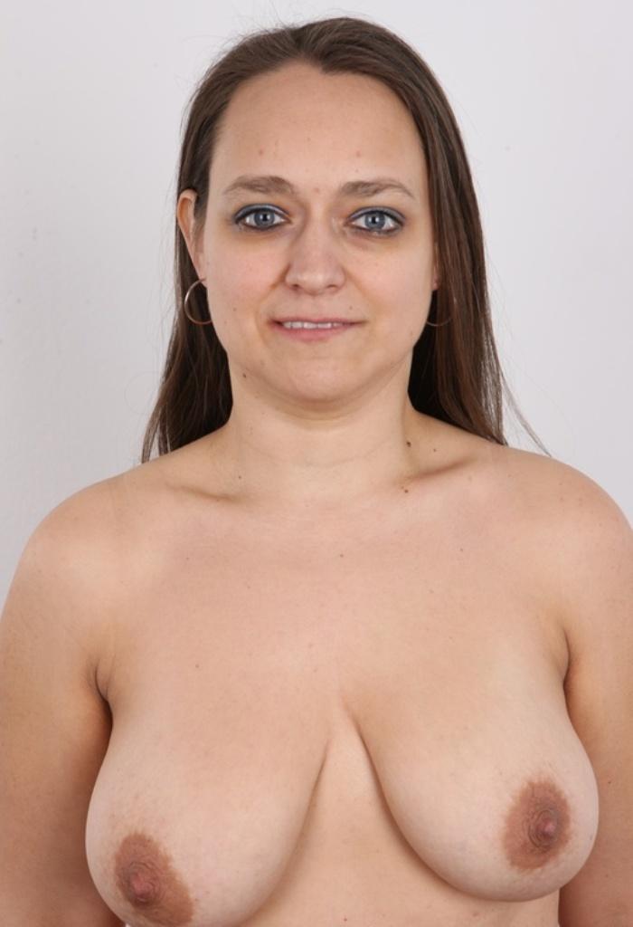 Nackte Bitch sucht erotisches Sexvergnügen.