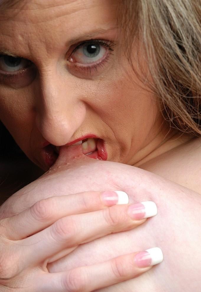 Hübsche Gilf will erotisches Verhältnis.