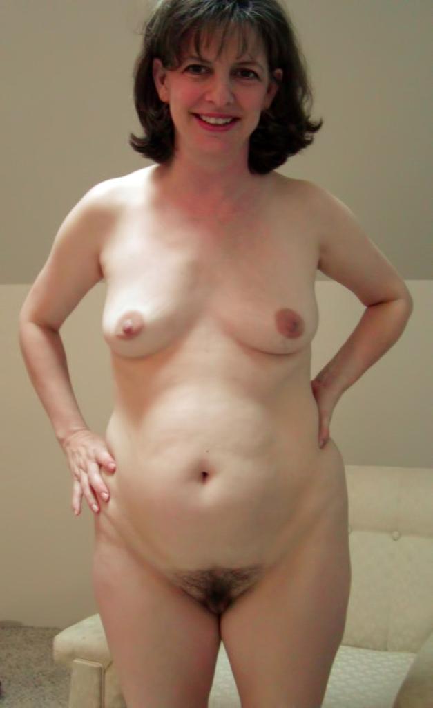 Hübsche Dame sucht sinnliches Sexabenteuer.