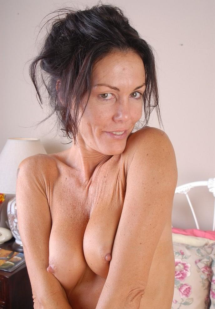 Sexgierige Cougar heute abend verführen.
