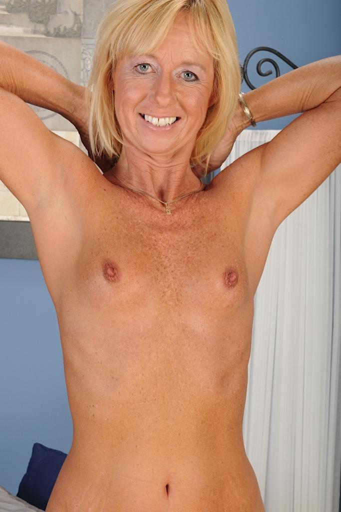 Durchtriebene Dame sucht körperliches Verhältnis.