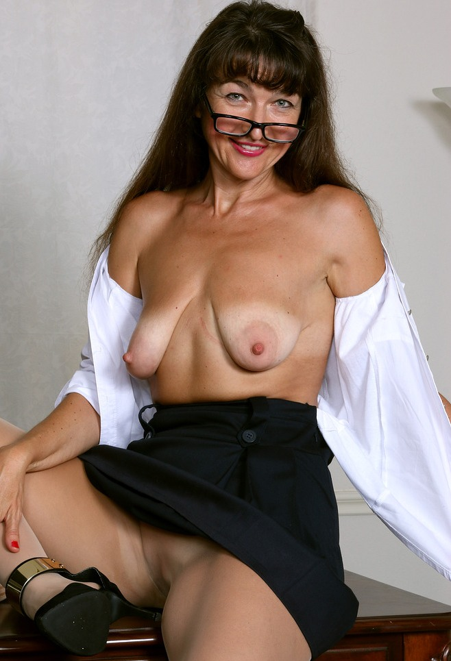 Fickwillige Frau hat Lust auf romantisches Sexverhältnis.