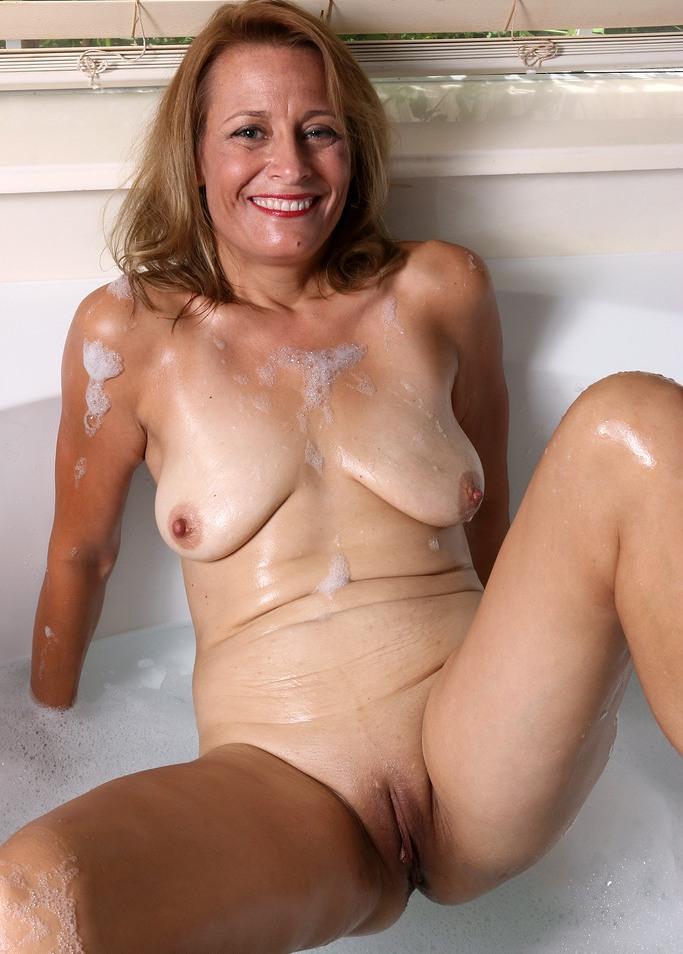 Fickwillige Omas möchten sexy Sexvergnügen.