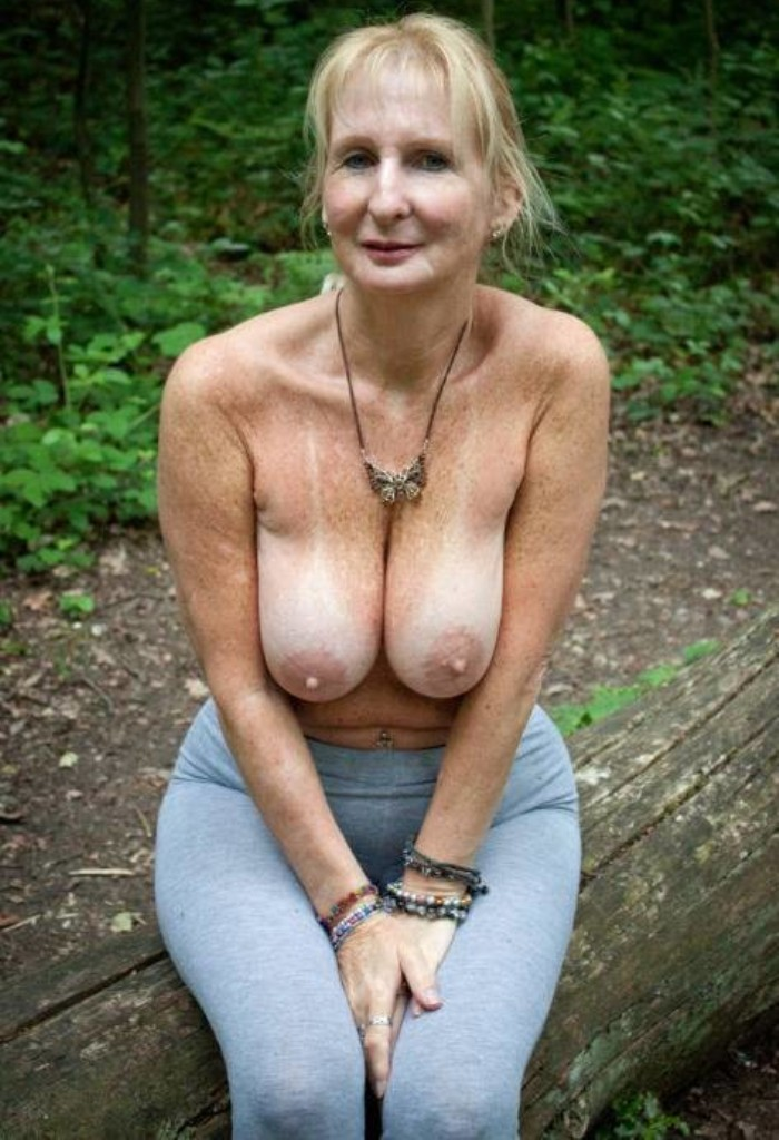 Frivole Gilf hat Lust auf wildes Sexvergnügen.