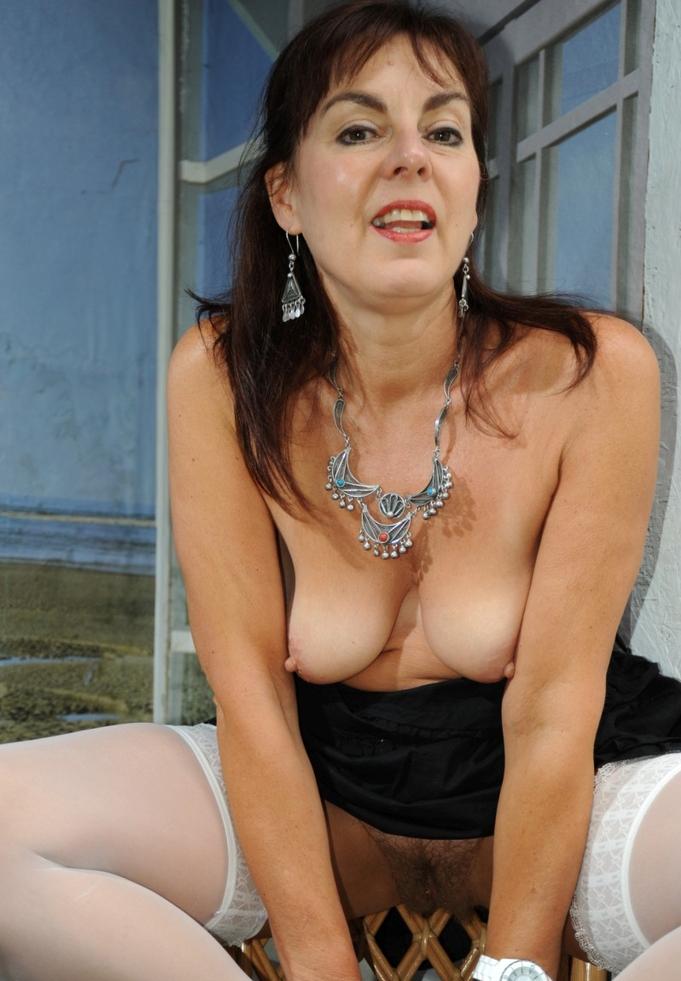Nackte Dame möchte privates Sexverhältnis.