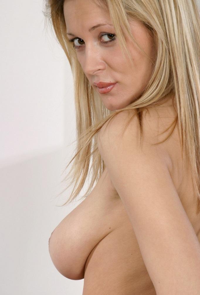 Reale Sexfrauen suchen romantisches Sexvergnügen.