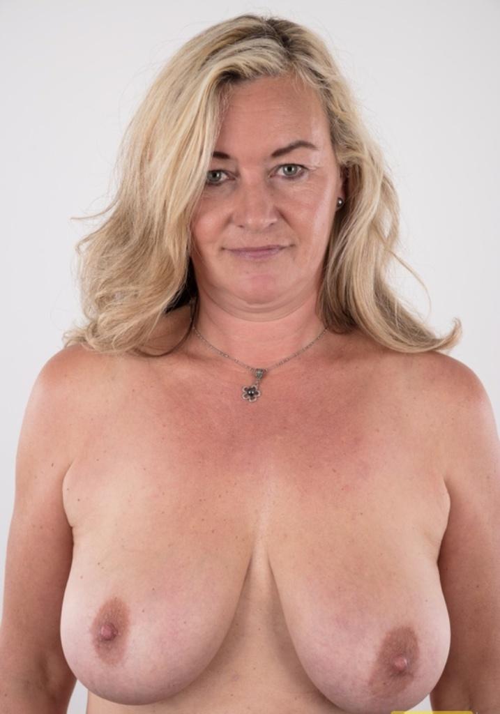 Sexgeile Hausfrau heute abend verführen.