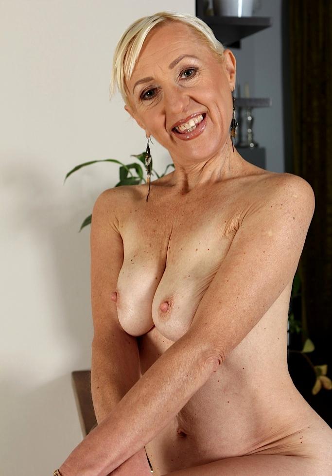 Sexgierige Ehefrauen suchen lüsterndes Vergnügen.