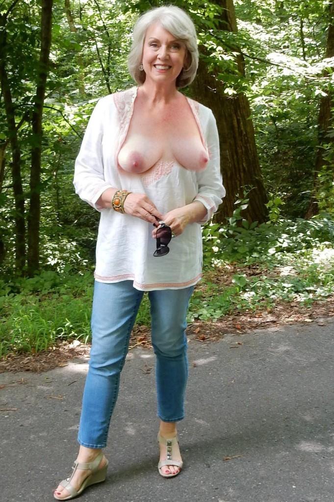 Sexgierige Mamas jetzt bumsen.