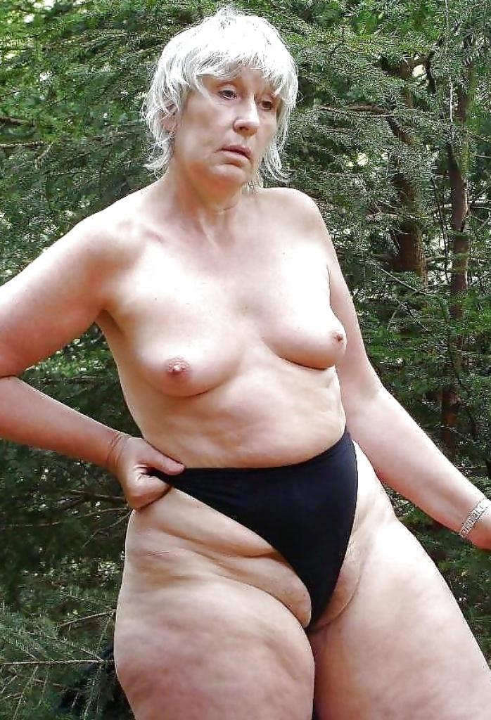 Untervögelte Dame will leidenschaftliches Sexverhältnis.